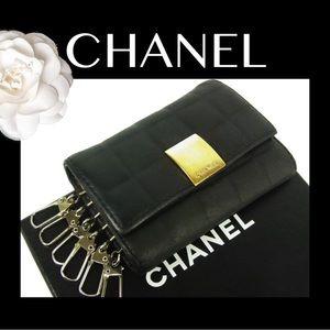 🍒CHANEL Chocobar Camellia Leather 6 Hook Key Case
